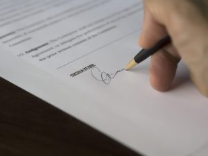 Signing a contract after one finds reliable same-day movers