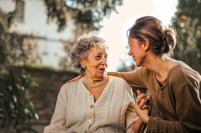 Ways to help your elderly family members adjust to a new home
